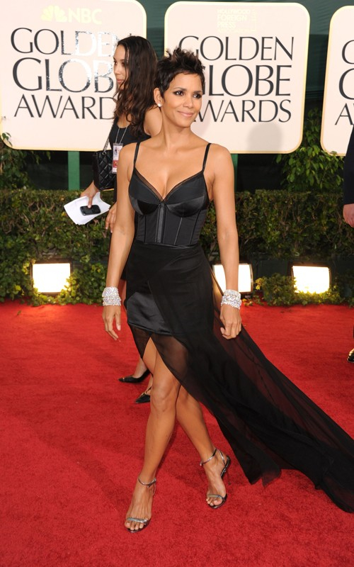 golden globes 2011 dresses halle berry. Tags: couture, couture spring 2011, elie saab, golden globes, halle berry,